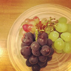 photo:葡萄と箱寿し